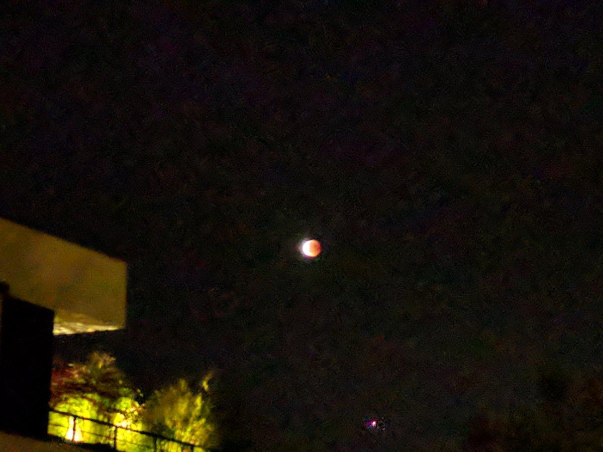 Sieht ihr den Mars dort stehen, er ist recht gut zu sehen