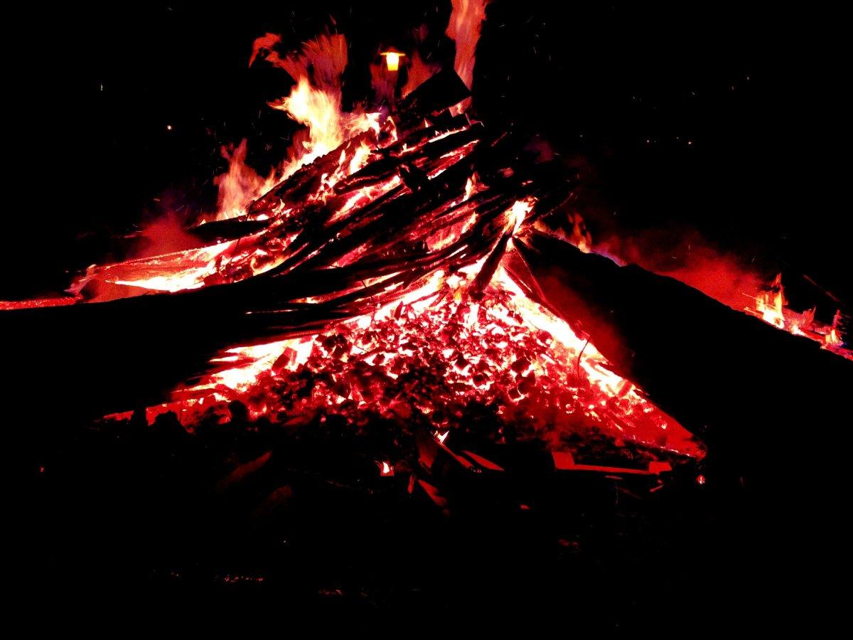 Schon mal Lava beim Fließen gehört?